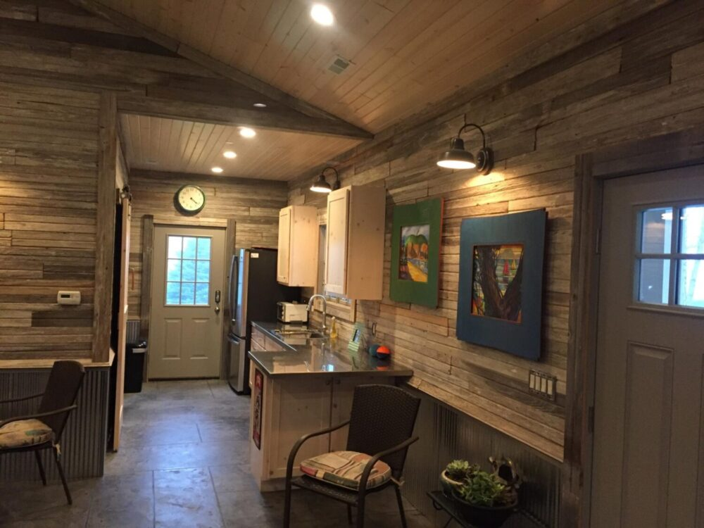 Lovely Reclaimed Gray White Barn Siding Antique Beams Boards Sx98